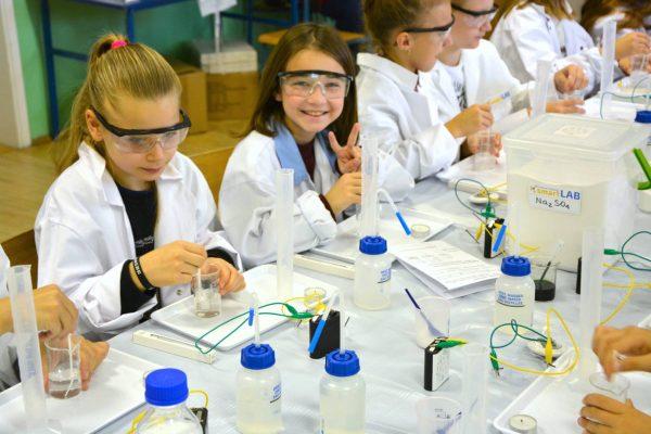 warsztaty szkoly podstawowe chemiczne eksperymenty smartlab 4 1 600x400